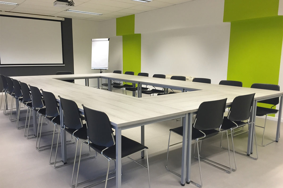 Making a lasting impression on your office space: the advantages of commercial cleaning
